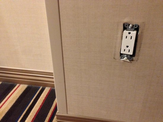 Sheraton Albuquerque Uptown: Missing outlet cover outside our room.