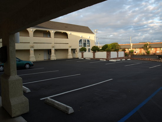Clarion Hotel By Humboldt Bay: Parking for King and 2 Double beds Exterior