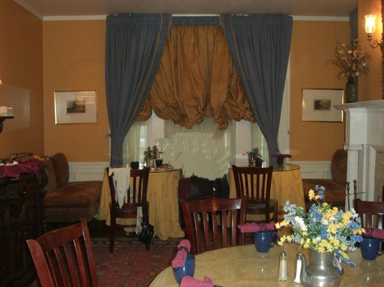 A Cambridge House B & B Inn: sala colazione