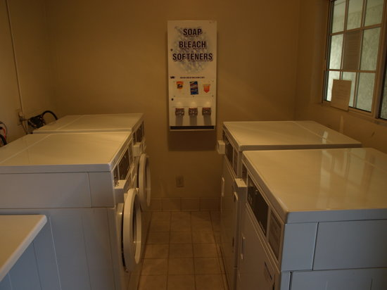 Clarion Hotel By Humboldt Bay: Guest Laundry