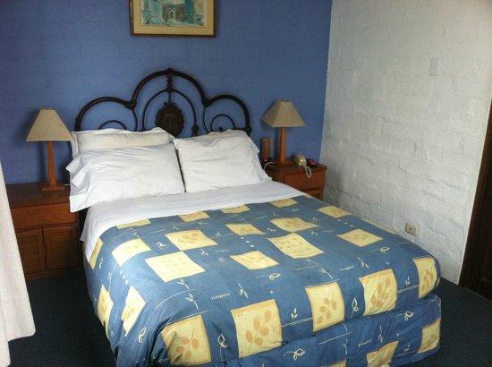 Hostal El Patio: Clean tidy room