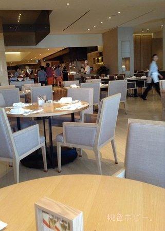 The Shilla Jeju: 朝食ビュッフェ1。ひろーい。