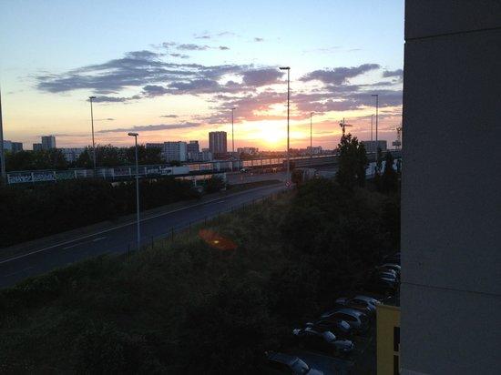 HotelF1 Saint Denis Stade: Vista ao amanhecer