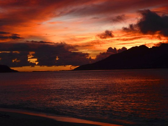 Palm Island Resort & Spa: Sunset towards Union Island