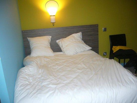 lit contre mur