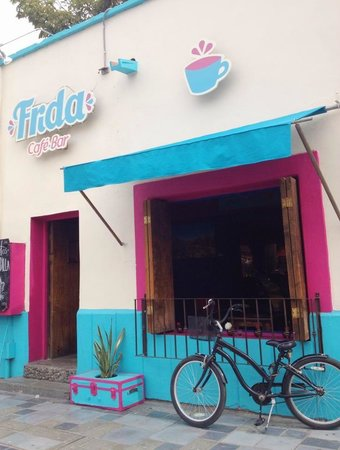 Frida cafe bar: Frente