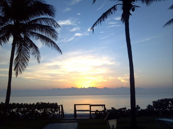 Seabonay Beach Resort: Sunrise - In front of pool - Spring Break 2013