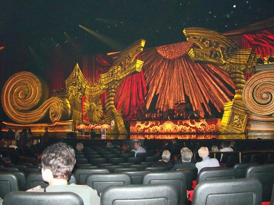 The Colosseum at Caesars Palace: Full stage view