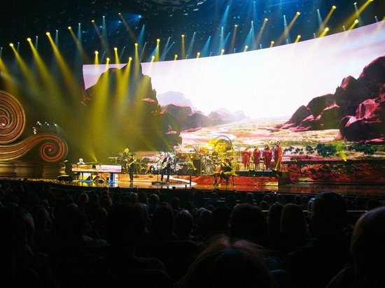 The Colosseum at Caesars Palace: full stage view at the finale