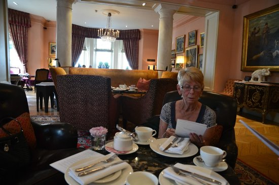 The Kensington : Afternoon Tea