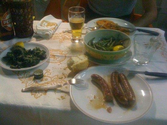 Trattoria Gina: Salsiccia cornetti e barbabietole