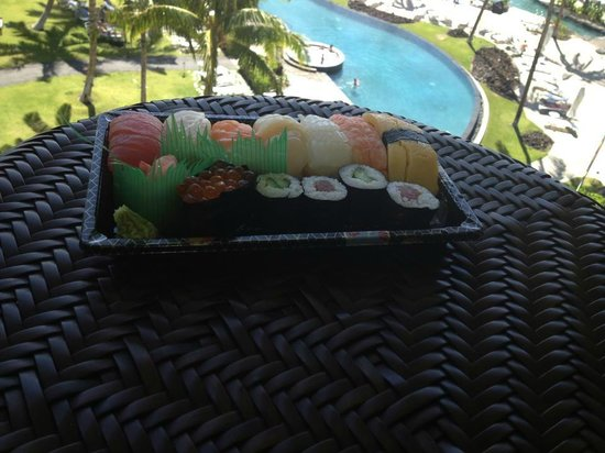 Waikoloa Beach Resort: Sushi from ABC on the veranda of the  room