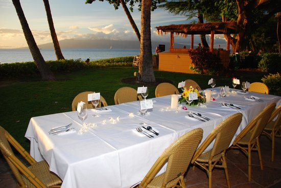 Castaway Cafe: Beautifully set tables for our reception
