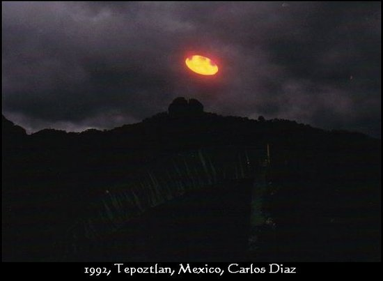 Tepoztlan, Mexico: UFOS flying over the tepozteco by night