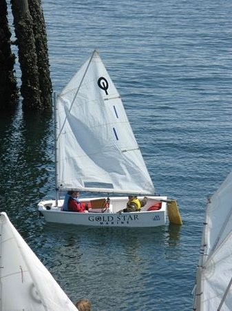 Northwest Maritime Center : Sailing lessons for young people in progress