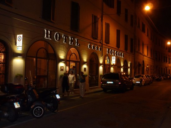 Bologna Hotel Pisa : Hotel frontage by night