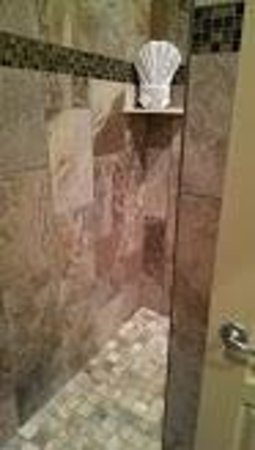 The Tavern Hotel: Tavern Hotel Shower