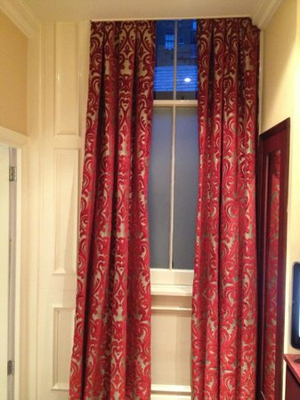 Radisson Blu Edwardian Vanderbilt: Matte window, with ducting outside