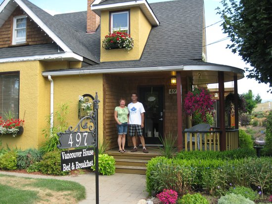 Vancouver House Bed & Breakfast: Bob and Jane Saunders and their lovely home