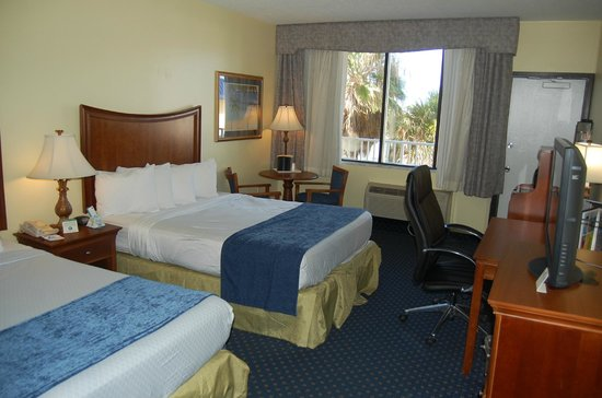 Best Western Cocoa Beach Hotel & Suites : Clean room