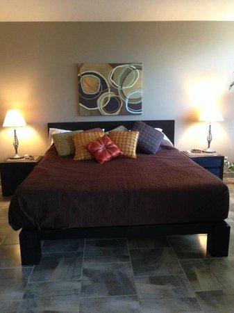 Waikiki Banyan: Comfy king size bed