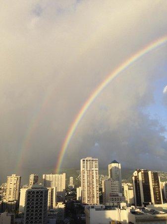 Waikiki Parc Hotel: 念願のダブルレインボーもお部屋から見えました♪