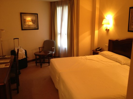Hotel Abando: the interior of room 407