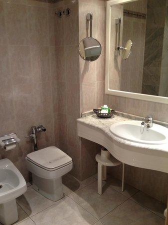 Hotel Abando: bathroom