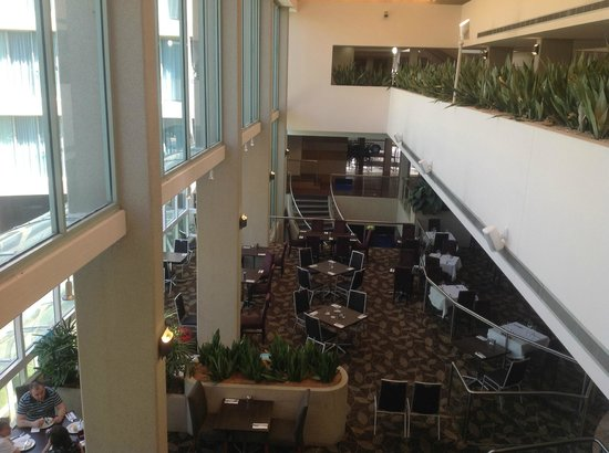 Rydges Capital Hill Canberra: Atrium area