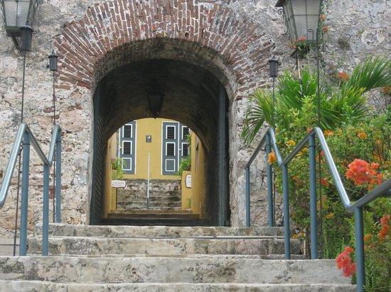 Fort Nassau: entrance ford nassau