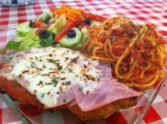 I Famosi Pasta : Executive menu for 90 pesos. Menu ejecutivo en 90 pesos. Tues- Fri 2:00 pm till 5:00 pm