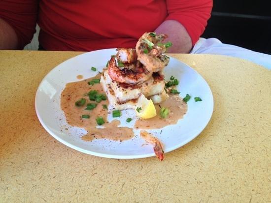 Catch 27: Shrimp & Grits appetizer