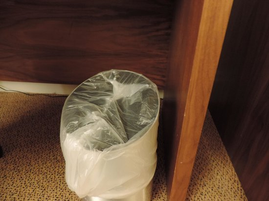 Hilton Maidstone: How the maids think a new garbage bag should be put in.