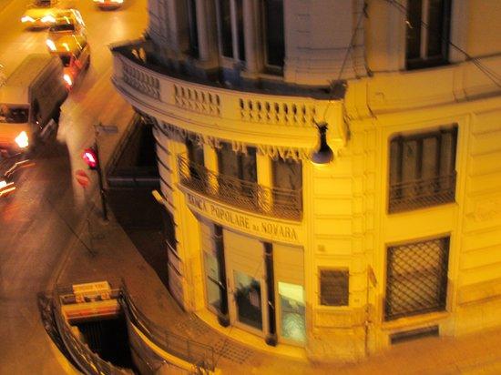 Rome Kings Suite: Prédio na outra esquina