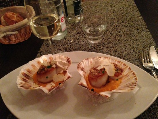 Le Grand Mericourt : Scallops on a bed of Butternut Squash with Chestnut Puree