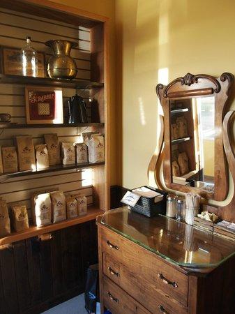 Doktor Luke's : beautiful, vintage furniture and knickknacks make the space a visual delight!