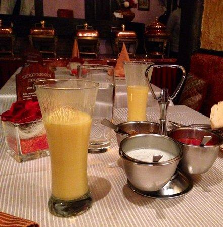 Indien Village: Mango Lassi and sauces