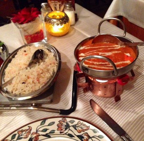 Indien Village: Rice and grilled indien cheese with sauce