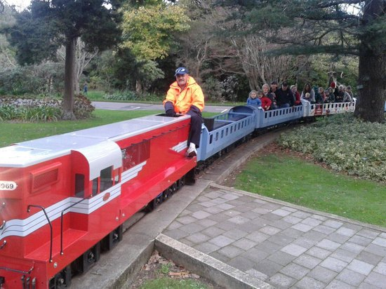 Victoria Esplanade Gardens: The train