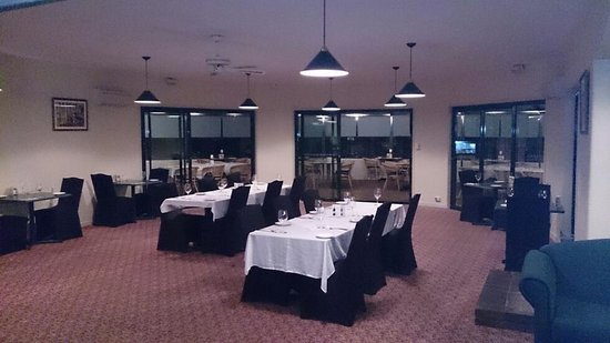 Abel Tasman Airport Motor Inn: Renovated restaurant