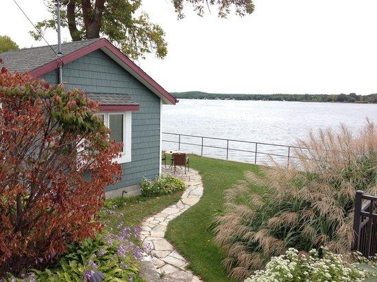 Cliff Dwellers Resort: beautiful landscaping at th resort