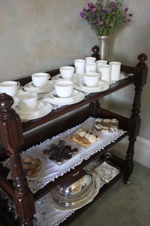 Forgandenny House Bed and Breakfast: Tea service