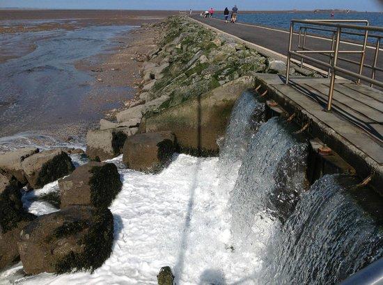 West Kirby Marine Lake, sluice gates