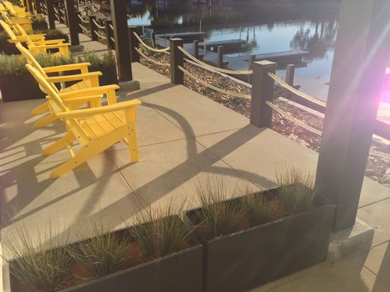 Lakehouse Hotel & Resort: Proximity to neighbor on 1st floor patio + walkway along front.