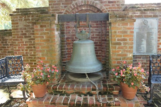 Natchez, MS: Plantation bell in rear garden