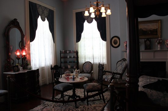 Natchez, MS: Sitting room
