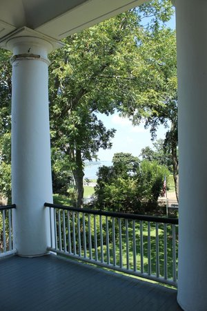 Rosalie Mansion: View of the Mississippi from the top floor balcony