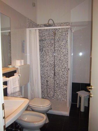 Luna Hotel Sirmione : il bagno della ns stanza
