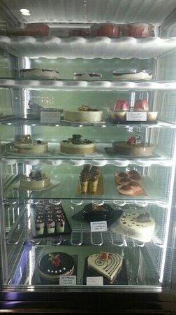 B. ICE - il gelato di Borgognissanti: Gelato cakes and canoli etc