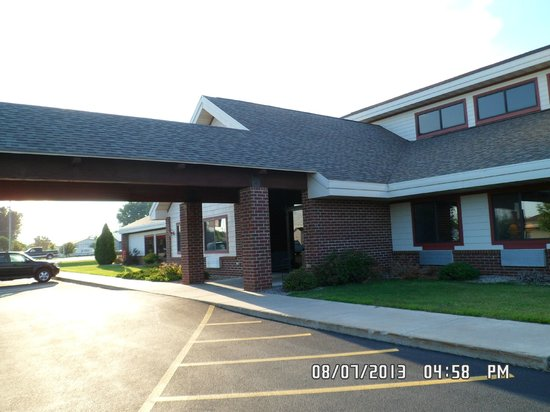 AmericInn Lodge & Suites New London : Entrance